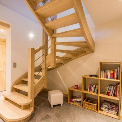 Gros Pierrier - escalier et coin lecture