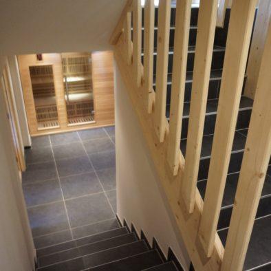 Ecureuil - escalier accès sauna et salle de billard