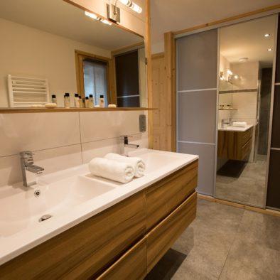 Gros Pierrier - salle de bain chambre 2 lits